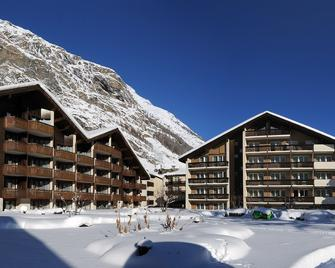 Schweizerhof Zermatt - Zermatt - Building