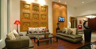 2 Inn 1 Boutique Hotel & Spa - Sandakan - Living room
