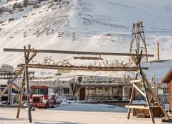 Mary-Ann's Polarrigg - Longyearbyen - Byggnad