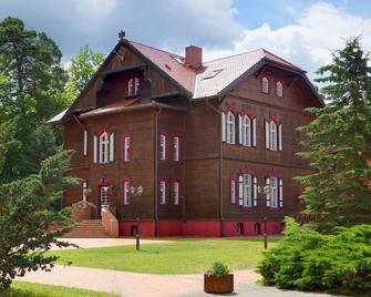 Jagdschloss Waldsee Hotel & Ferienpark - Feldberg (Mecklenburg-Vorpommern) - Building