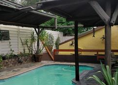 Maison Ambre Guesthouse - Windhoek - Pool