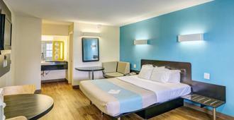 Motel 6 Dickson, TN - Dickson - Bedroom