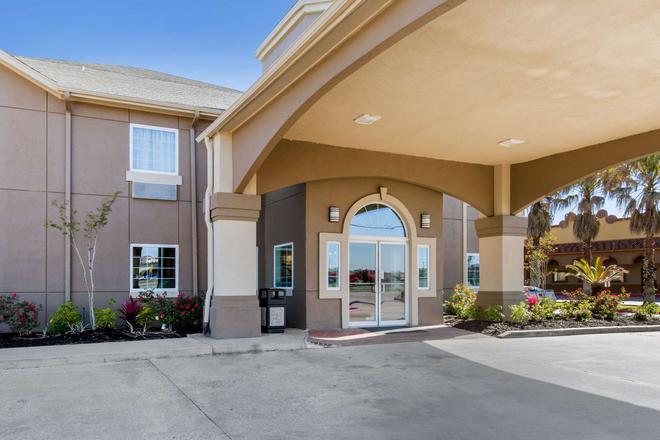 Quality Inn and Suites Port Arthur - Nederland - Port Arthur - Rakennus