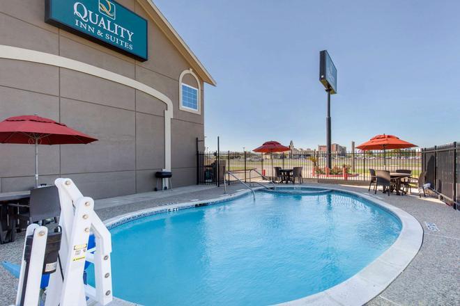 Quality Inn and Suites Port Arthur - Nederland - Port Arthur - Uima-allas