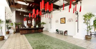 The Old Phuket - Karon Beach Resort - קארון - דלפק קבלה