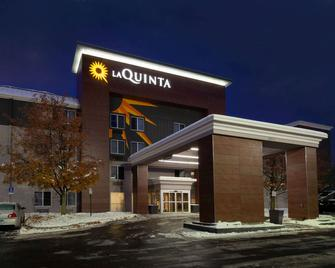 La Quinta Inn & Suites by Wyndham Detroit Utica - Utica - Gebäude