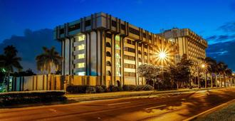 Clarion Inn and Suites Miami International Airport - Miami Springs
