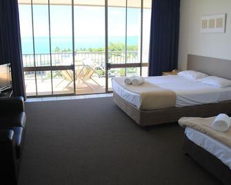 Whitsunday Terraces Resort - Airlie Beach - Bedroom