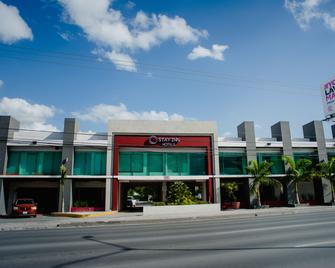Stay Inn Hotels - Reynosa - Gebouw