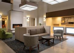 Holiday Inn Express & Suites Belmont - Belmont - Lobby