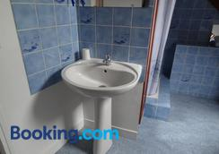 les Voiries chambres d'hotes - Fleury - Bathroom