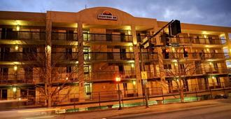 Downtown Inn and Suites - Asheville - Building