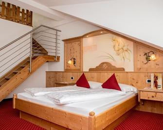 Hotel Löwe - San Candido - Bedroom