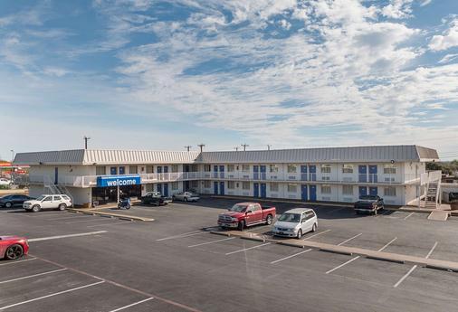 Motel 6 San Antonio I-10 West - Σαν Αντόνιο - Κτίριο