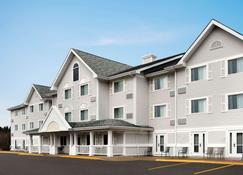 Travelodge Suites by Wyndham Moncton - Moncton - Building