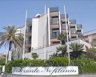 Hotel Neptunus - Nettuno - Gebouw