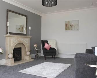 786 Newport Road - Cardiff - Living room