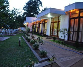Melbourne Tourist Rest - Anuradhapura - Building