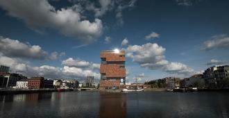 U Eat & Sleep Antwerp - Antwerpen - Byggnad