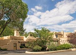 Sagebrush Inn & Suites - Taos - Building