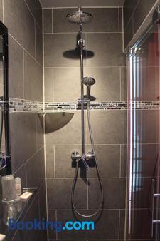 Hôtel Des Buttes Chaumont - Paris - Bathroom
