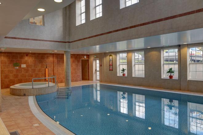 貝斯特韋斯特高級東密德蘭機場紫杉旅館酒店 - 德比 - 德比 - 游泳池