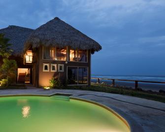 Punta Mango Surf & Beachfront Resort - El Cuco