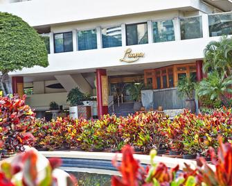 Luana Waikiki Hotel & Suites - Honolulu - Hotel entrance