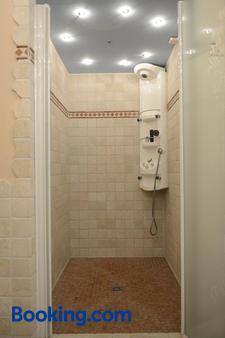 Gasthof Enzian - Tannheim - Bathroom