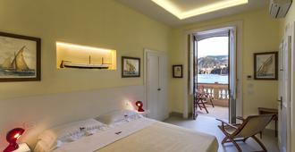 Yacht Club Capo Cervo Suites - Sorrento - Bedroom