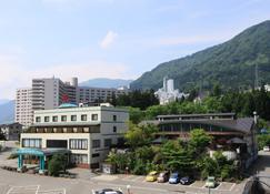 Ishiuchi Yungparunas - Minamiuonuma - Quarto
