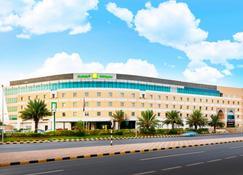 Holiday Inn Muscat Al Seeb - Muscat - Building