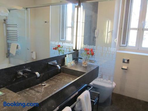 Parador De Granada Hotel - Granada - Bathroom