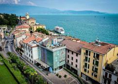 Atelier Hotel Design - Gardone Riviera - Widok na zewnątrz