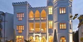 Hotel Kastell - הרינגסדורף - בניין