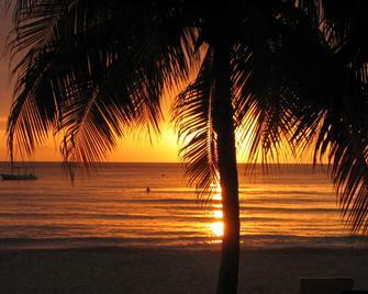 S Hotel Jamaica - Montego Bay - Gebouw