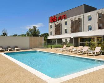 ibis Istres Trigance - Istres - Pool