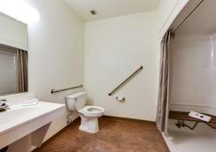 Motel 6 Toronto - Mississauga - Mississauga - Bathroom