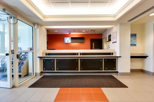 Motel 6 Toronto - Mississauga - Mississauga - Front desk