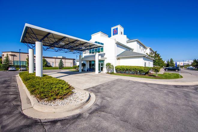 Motel 6 Toronto - Mississauga - Mississauga - Building