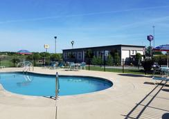 Quality Inn Austintown-Youngstown West - Youngstown - Pool