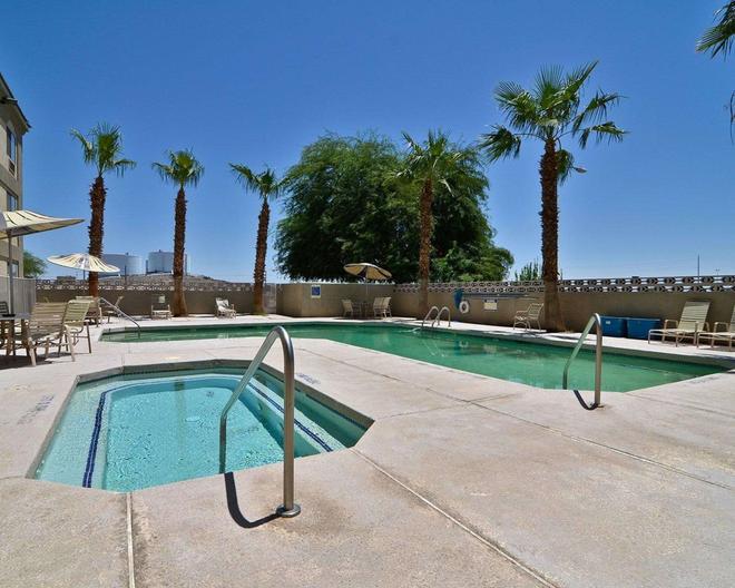 Quality Inn & Suites - Yuma - Pool