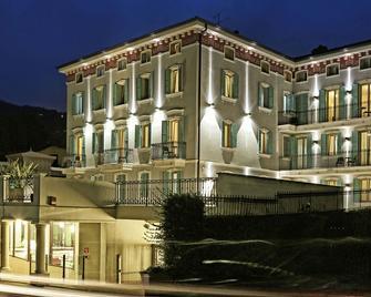 Garda Palace Hotel - Gardone Riviera - Building
