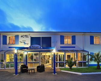 Hôtel Entre Terre et Mer - Saint-Gervais - Building