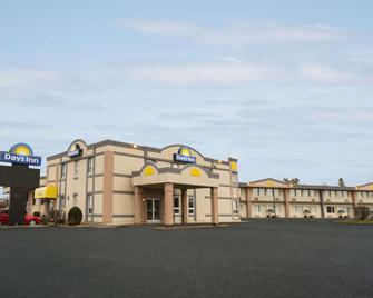 Days Inn by Wyndham Brockville - Brockville - Building