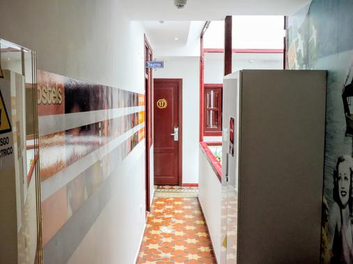 Home Youth Hostel - Valencia - Hallway