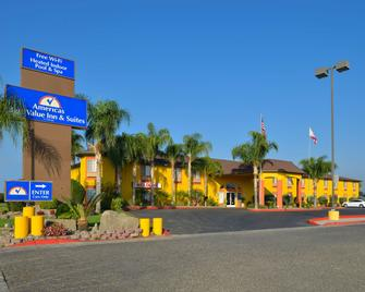 Americas Best Value Inn & Suites Madera - Madera - Building