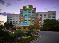 Holiday Inn & Suites Oakville @ Bronte - Oakville - Building