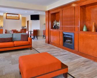 SureStay Plus Hotel by Best Western Ottumwa - Ottumwa - Лоббі