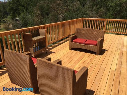 Mountain Trail Lodge And Vacation Rentals - Oakhurst - Balcony